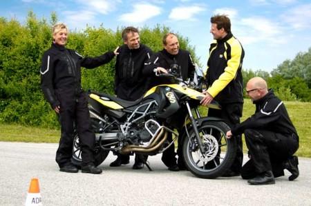 Motorradfans-beim-Benzingespraech