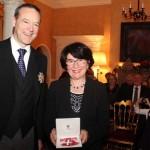 Bürgermeisterin der Stadt Gütersloh von Queen geehrt