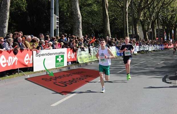 Osterlauf-Spendenmatte-German-Doctors_Foto Presseagentur FOREWARD!