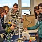 """""""Haus der kleinen Forscher"""": Erzieherinnen bilden sich regelmäßig im Bereich Naturwissenschaft und Technik weiter"""