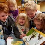 Bertelsmann verschenkt Bücher an Gütersloher Kitas