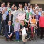 Gewinner des Umweltkalender-Rätsels im Rathaus prämiert