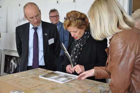 Bürgermeister Michael Buhre und Kulturministerin Ute Schäfer