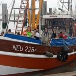 Eltern und Kinder genießen die Nordsee