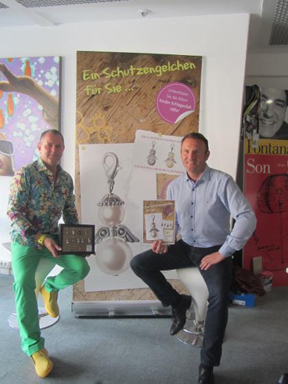 Künstler Bielefeld antonio ugia mit kinder schlaganfall hilfe auf der my way owl
