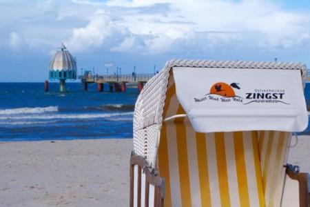 Strand mit Seebruecke Zingst