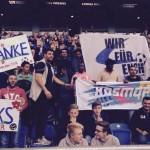 Ein bunter Fußballabend für alle: Flüchtlinge jubeln im Bielefelder Stadion