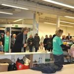 """Kleiderkammer """"Hope"""" eröffnet – Angebot für Flüchtlinge in einem ehemaligen Supermarkt"""