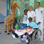 Verletzte Mädchen aus Angola wurden im Klinikum Weser-Egge unentgeltlich behandelt – Kooperation mit dem Friedensdorf in Oberhausen