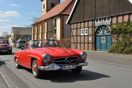 ADAC OWL Westfalen-Lippe-Fahrt Oldtimer Mercedes 190 SL vor Fachwerk