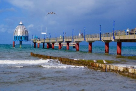 Gästemagnet an der Ostsee - die Zingster Seebrücke. Foto: Klaus Ottenberg