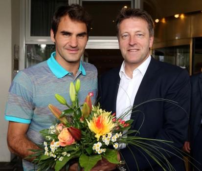 Federer, Roger+Weber, Ralf_Begrüßung_2016 (GERRY WEBER OPEN)