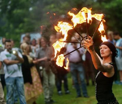 Sparrenburgfest_Feuerabend_Jongleure und Flammenkünstler