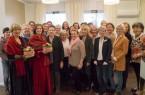 Ein Großteil der mehr als 30 ehrenamtlich tätigen Patientenbegleiter im Klinikum Gütersloh nahm am gemeinsamen Abendessen teil, bei dem auch zwei Märchenerzähler des Hospiz- und Palliativ-Vereins (vorne links) Geschichten vortrugen.