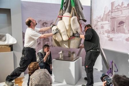 Die Ankunft der Hand Konstantins am 23. Maerz 2017 zur der Wunder Roms Ausstellung im Dioezesanmuseum Paderborn