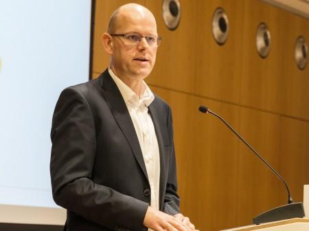 Referierte auf Einladung des Kommunalen Integrationszentrums in Detmold: Dr. Kai Unzicker.