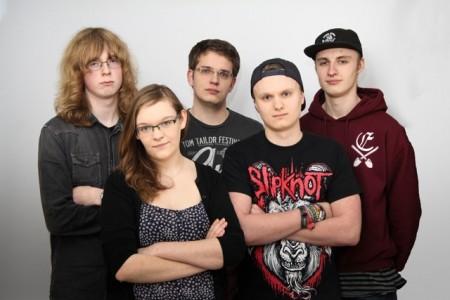 """""""Invisible Damage"""" – (Vocals): Kristin Kokemoor, (Gitarre/Vocals): Mika Beier, (Gitarre/Vocals): Cynrik Schulte, (Bass): Andreas Stefan und (Drums): Julian Brandhorst"""