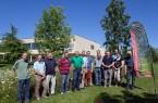 Vertreter lippischer Kommunen besuchen und begutachten im vergangenen Sommer Blühflächen in Detmold und Lemgo, hier auf dem Gelände der Lipperlandhalle (Foto: privat)