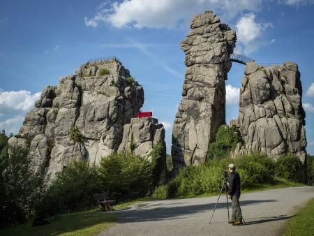"""""""heimat.nrw"""" – die Rote Couch steht zur Wiedereröffnung im Weserrenaissance-Museum"""