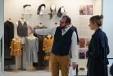 Museumsleiter Kornelius stellt Ministerin Christina Kampmann das Museum ._._jpg
