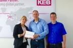 v. l.: Nicole Stolzenburg (Universität Paderborn, Fakultät für Wirtschaftswissenschaften), Bernd Huxhage (KEB Automation KG) und Florian Rittmeier (Software Innovation Campus Paderborn