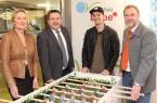 Wollen gemeinsam junge Menschen für den Klimaschutz begeistern: Dr. Ute Röder, Landrat Dr. Axel Lehmann, Rapper Montez und Olrik Meyer, Leiter des Fachgebiets Energie und Klimaschutz beim Kreis Lippe (von links).