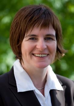 Gibt Tipps zur Gestaltung von Stellenanzeigen: Petra Gerbracht (ISMV) referiert im Kreishaus Gütersloh