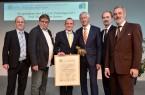 V.l.n.r.: Dieter Brübach (Mitglied des Vorstands B.A.U.M.), Dr. Thomas Holzmann (Vizepräsident Umweltbundesamt) Prof. Dr. Alexander Bassen (Preisträger, Universität Hamburg), Prof. Dr. Maximilian Gege (Vorsitzender B.A.U.M.), Martin Odeland (Mitglied des Vorstands B.A.U.M.), Dr. Bernd Gerecht (Mitsubishi HiTec Paper Europe GmbH)