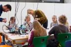Schülerlabor: Das Schülerinnen- und Schülerlabor experiMINT ist immer ein Besuchermagnet. Hier konnten Groß und Klein unter anderem einen Putzroboter bauen. Foto: Felix Hüffelmann