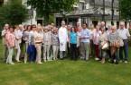Foto: Chefarzt Dr. Jan Hinnerk Stange, Annette Maaßen und Alice van der Heide (alle vorne in der Mitte) empfingen die Rheuma Liga Bad Salzuflen in der Rose Klinik.