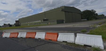 Im Rahmen der Bustouren kann man auch den riesigen Hangar auf dem ehemaligen Flugplatz der Konversionsfläche Princess Royal Barracks besichtigen.