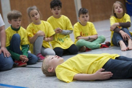 "Das Projekt das ""Soziale Lernen"" in Aktion an der Grundschule Isselhorst. Foto: Jörg Sänger"