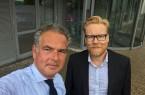 Selfie vor der Unternehmenszentrale: Vorstandsmitglied Götz Borchert (48, links) und Christian Schneider (49), Geschäftsführer Personal/HR, forcieren neue Perspektiven für die Ahlers AG und fördern dabei digitale Welten des vernetzten Arbeitens mit dem Pioneers Club.