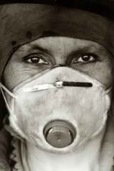 """Portrait einer Bergarbeiterin aus Zabrze (Polen, 2002) aus der Fotoserie """"Von Kohle gezeichnet"""" von Dariusz Kantor, die zum Ende des Steinkohlenbergbaus 2018 auf der Zeche Nachtigall gezeigt wird. Foto: LWL/Dariusz Kantor"""