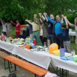 Große Frühstückstafel mit Menschenkette am 9. Juni