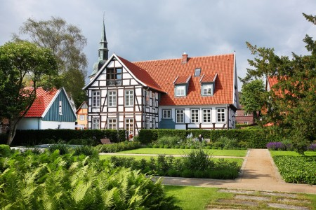 Für den Wiederaufbau des Drostenhauses, wobei der gesamte Ensemble-Charakter und die Gartenanlage überzeugten, erhielt das Rietberger Ehepaar Andrea und Heiner Kühlmann im Jahre 2012 den Christian-Heyden-Preis.