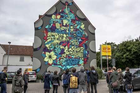 Bei '3hoch2' werden internationale Graffiti-Künstler großflächige Wände rund um den Kesselbrink gestalten. Das Foto entstand bei einer früheren Aktion des Vereins in Bielefeld © andersonArtworX