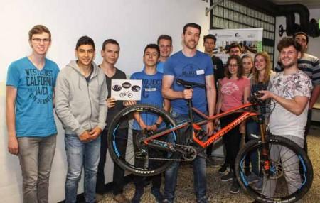 Am Thementisch Fahrrad ging es darum, wie Gewicht reduziert und Energie im Bereich der Mobilität gespart werden kann © Universität Paderborn, Johannes Pauly