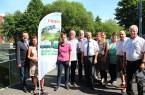 Dörfer mit Zukunft: Landrat Dr. Axel Lehmann (1. von links) und Thomas Cleve vom Kreis Lippe (5. von links) gratulieren den Vertretern der beiden Siegerdörfer Bavenhausen und Lüdenhausen.