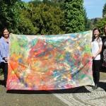 """Kunstprojekt von Frauen für Frauen: Teilnehmerinnen des """"Runden Teppichs"""" fertigen gemeinsam Bild an"""