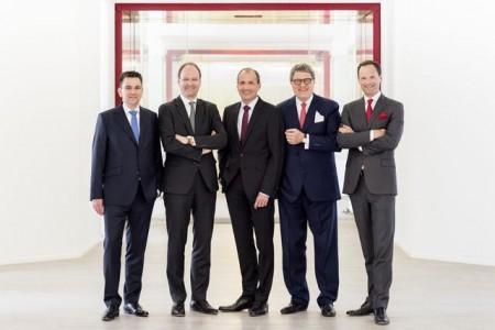 Die Geschäftsleitung der Miele Gruppe (v. l.): Dr. Stefan Breit (Technik), Dr. Markus Miele (Geschäftsführender Gesellschafter), Olaf Bartsch (Finanzen und Hauptverwaltung), Dr. Reinhard Zinkann (Geschäftsführender Gesellschafter), Dr. Axel Kniehl (Marketing und Vertrieb).
