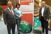 Das Foto zeigt von links: Elmar Brok MdEP, Kerstin Vieregge und Udo Zippel.