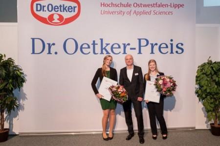 v.l.n.r.: Kristin Rieke-Heyen, Dr. Claus Günther (Hauptabteilungsleiter Forschung und Entwicklung, Dr. August Oetker Nahrungsmittel KG), Neele Hoppe