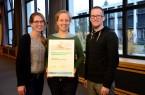 Ziehen nach fünf Projektjahren eine positive Bilanz: Projektleiterin Johanna Gesing (Mitte), Medienpädagoge Vincent Beringhoff und Öffentlichkeitsreferentin Christina Ritzau sind das JuMP-Team von Haus Neuland.