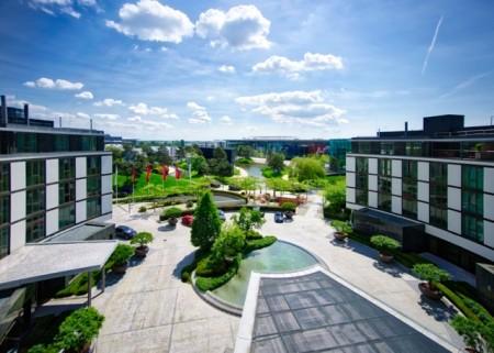 Das Foto: Ritz-Carlton The Ritz-Carlton, Wolfsburg ist integraler Bestandteil der Autostadt.