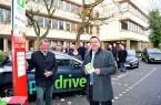 Peter Mentzel von app2drive und Landrat Dr. Axel Lehmann geben gemeinsam mit den lippischen Bürgermeistern den kreisweiten Startschuss.