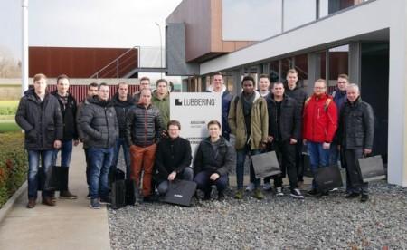 Werksbesichtigung: Studierende der Hochschule Hamm-Lippstadt und Prof. Dr.-Ing. Jürgen Krome (1. von rechts) besuchten die Firma LÜBBERING in Herzebrock.