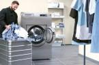 Alleskönner in der Hotelwäscherei: Miele-Waschmaschine der neuesten Generation, die 2017 auf den Markt gekommen ist. Sie lässt sich komfortabel bedienen, ermöglicht effizientes Arbeiten.Foto:Miele