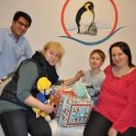"""""""Löwenmama"""" verteilt Weihnachtsgeschenke an kranke Kinder"""