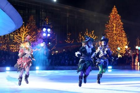 Vier Mal täglich laden die Eislauf-Profis mit Shows zu einer musikalischen Reise in entlegene Länder ein. Fotos: Autostadt Voss, Manfred